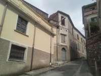 AMATO (CZ) via Caligiuri, in palazzo storico, unità immobiliare su 4 livelli con ingresso indipendente